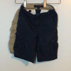 Two boys Tommy Hilfiger cargo shorts sz 5 nvy bge
